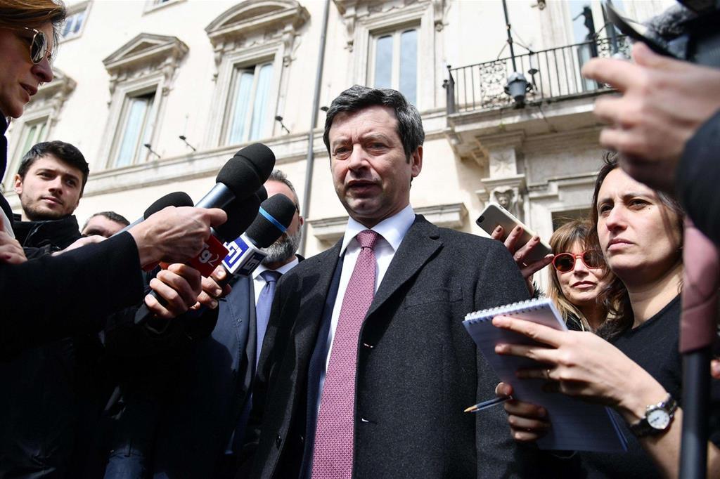 Il ministro Orlando davanti a Palazzo Chigi al termine del consiglio dei ministri