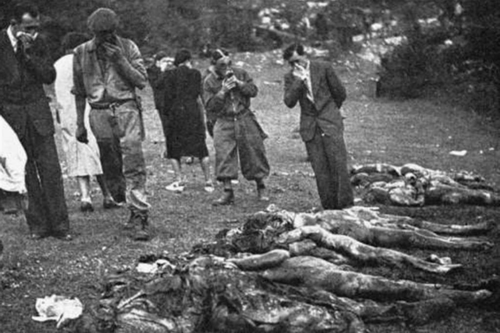 Un'immagine storica agghiacciante delle vittime italiane delle Foibe durante la Seconda guerra mondiale