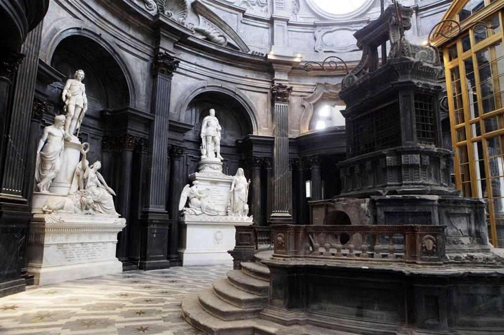 La Cappella della Sindone, opera barocca di Guarino Guarini, fu gravemente danneggiata dall'incendio dell'11 aprile 1997 (Ansa) -
