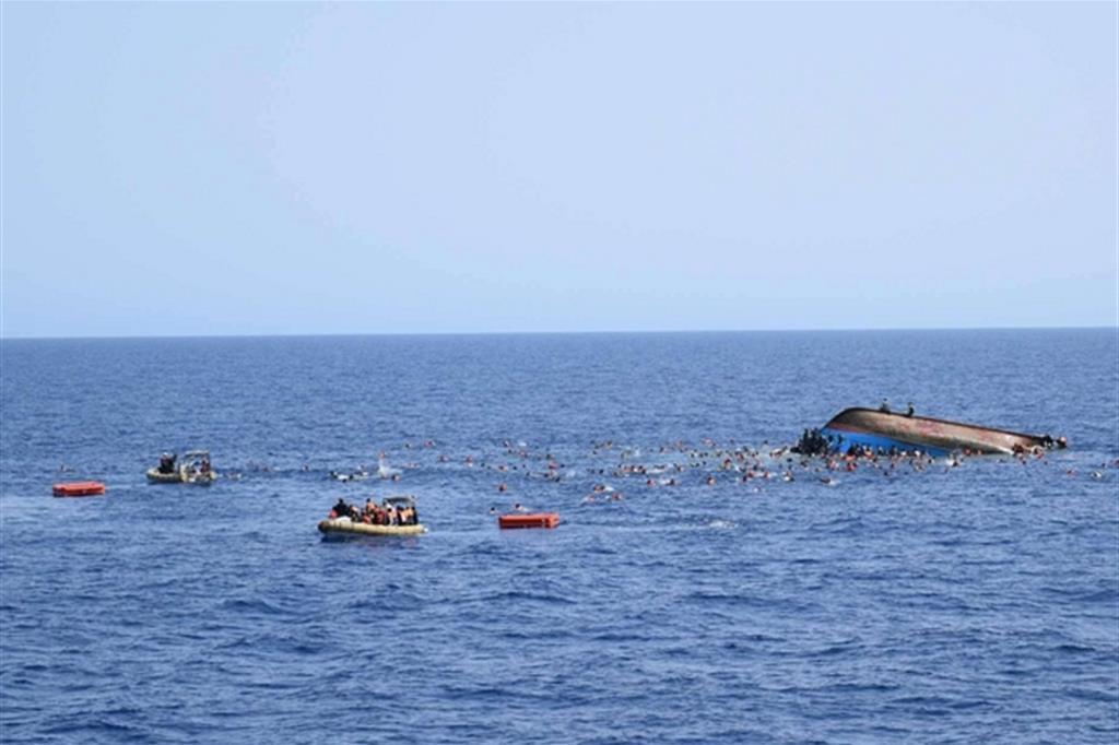 Salvare vite in mare un dovere. Poi si discute