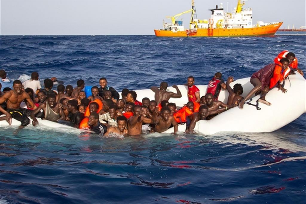 Risultati immagini per gommone profughi