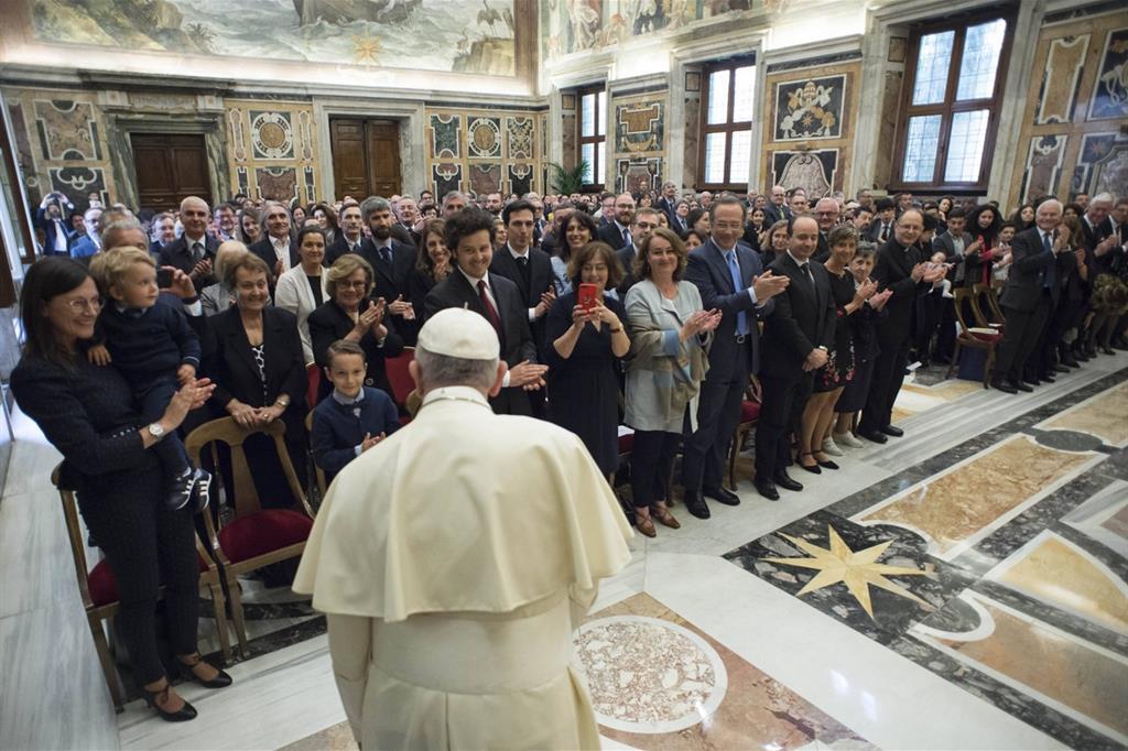 Il 1° maggio, in Sala Clementina, l'udienza ai dipendenti di Avvenire con le loro famiglie (Osservatore Romano) -