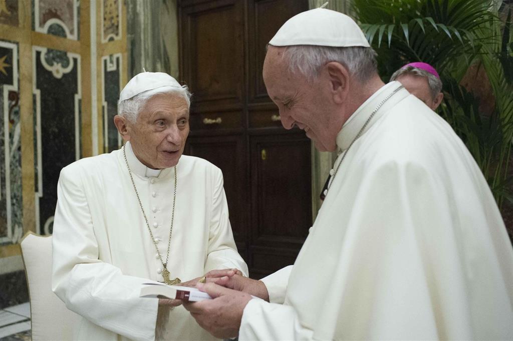 Il 28 giugno Francesco è con il papa emerito Benedetto XVI in occasione del 65° anniversario della sua ordinazione (Osservatore Romano) -