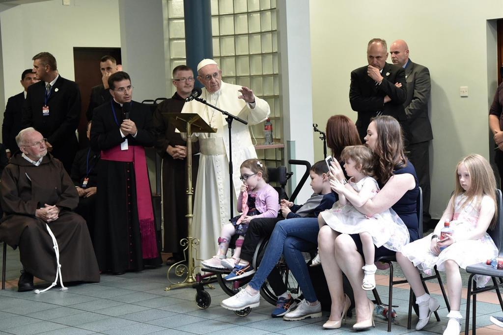 Il 25 agosto, in occasione dell'Incontro mondiale delle famiglie, il Papa a Dublino visita il Centro diurno dei cappuccini per i senzatetto (Ansa) -