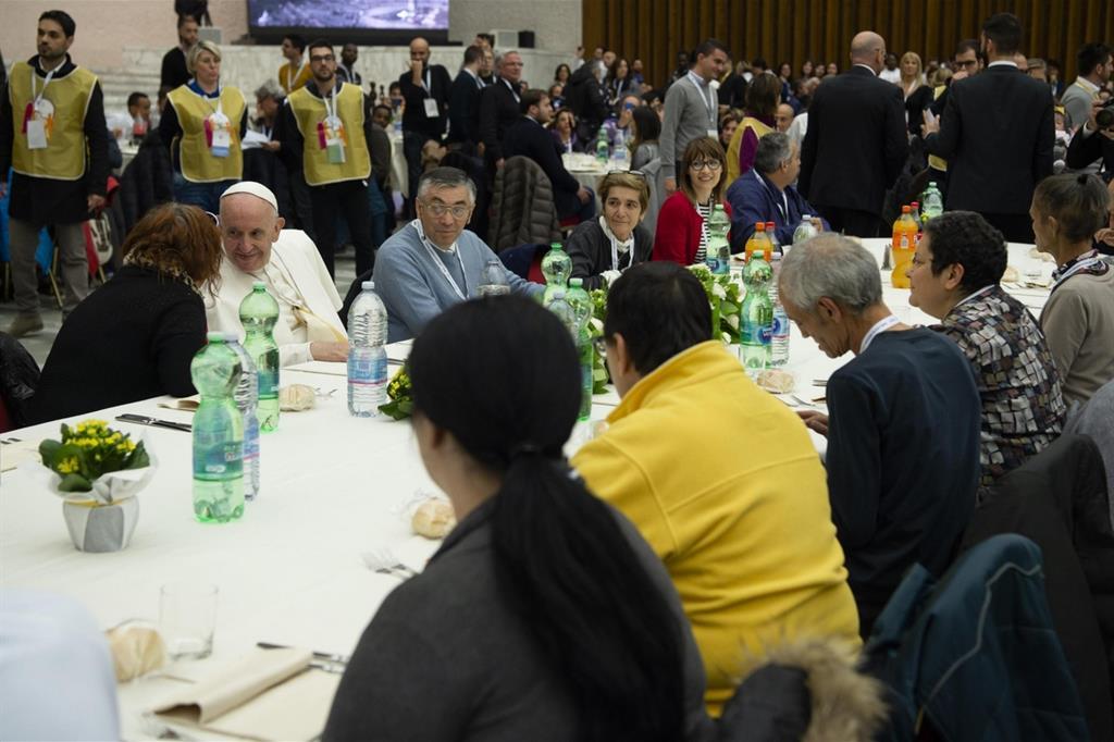 Il 20 novembre, Giornata del povero, il Pontefice condivide il pranzo con poveri e volontari (Siciliani) -