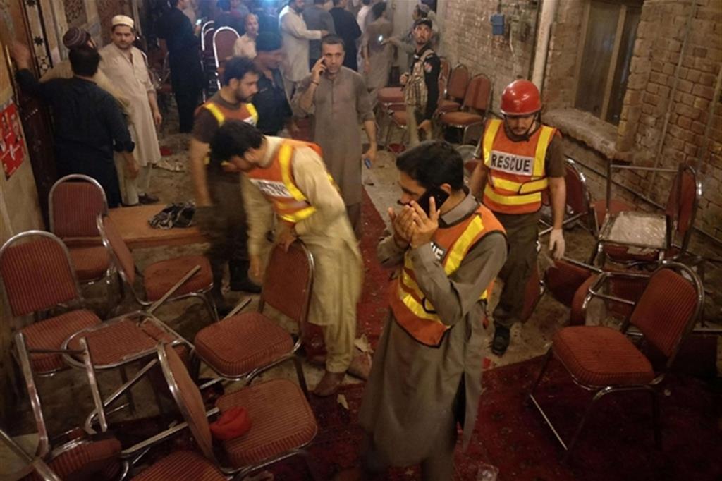 L'attentato è avvenuto ieri sera a Peshawar (Ansa)