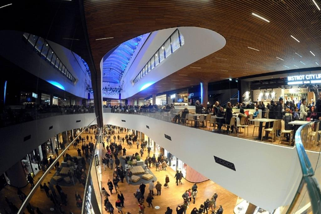 Il centro commerciale di City life, che sarà aperto a Ferragosto. (Fotogramma)