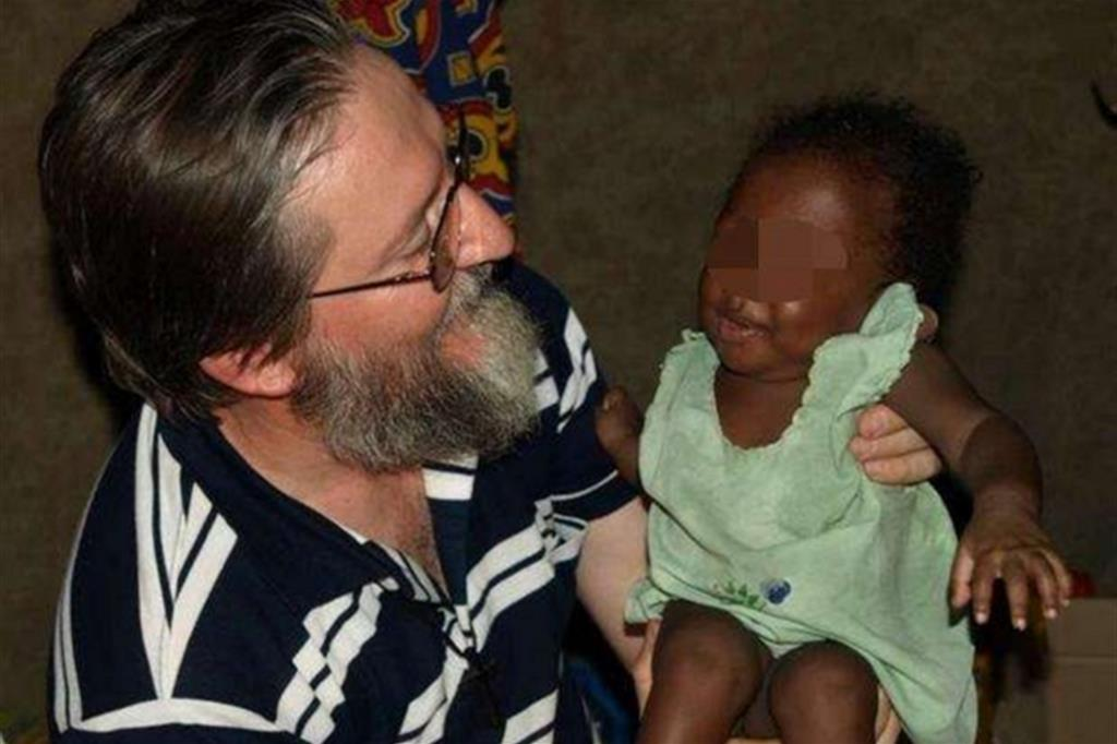 Padre Pierluigi Maccalli, 56 anni, missionario cremasco, è stato rapito notte tra il 17 e il 18 settembre a Bomoanga (Ansa)