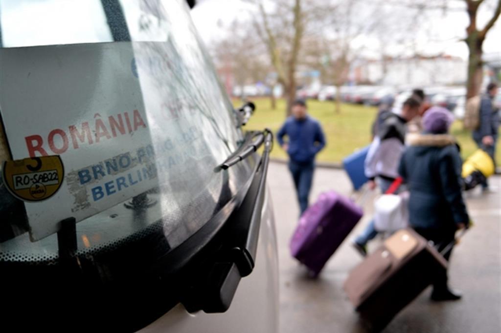 I due volti della Romania che richiama i suoi emigrati