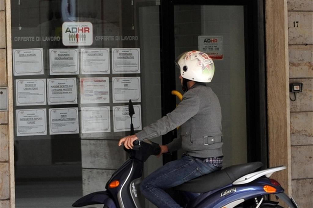 Boom di precari e rischio povertà per 9,3 milioni di italiani