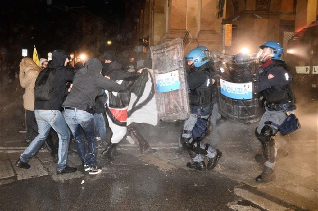 Risultati immagini per scontri bologna forza nuova