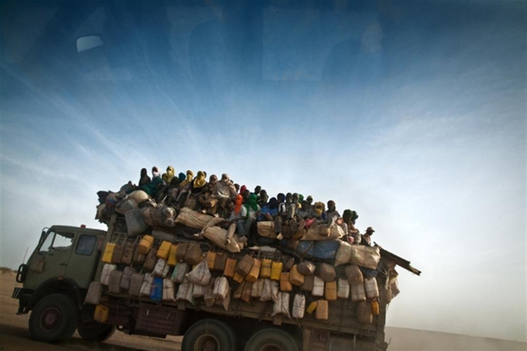 Trucks overturn: 23 dead migrants in Libya