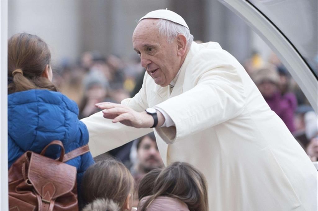 Papa: non sostituire letture liturgiche con articoli giornali