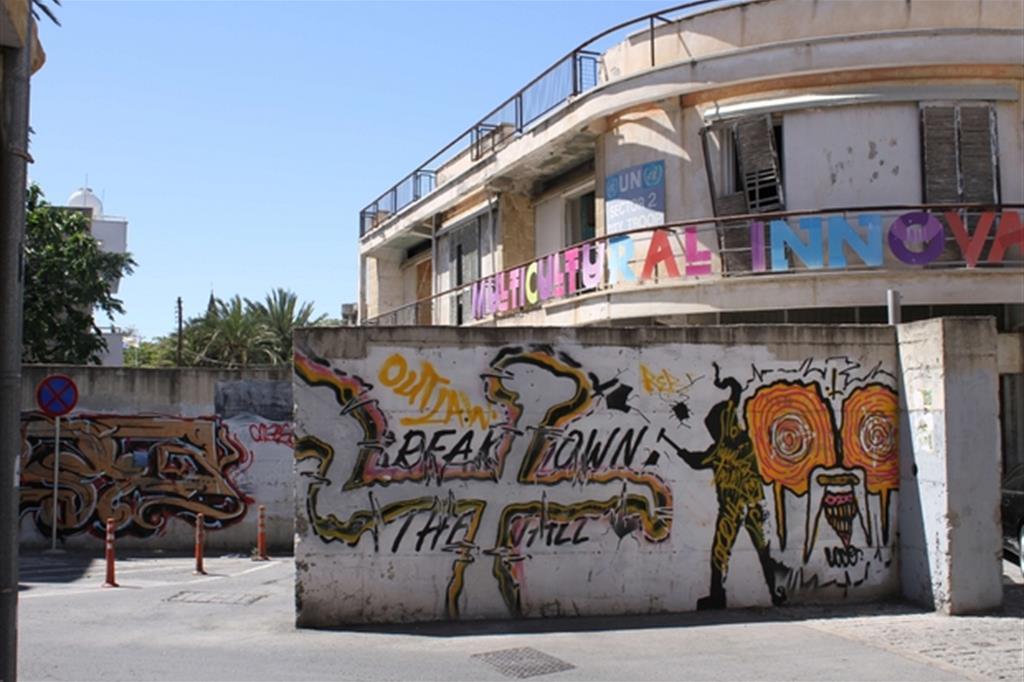 Una parte del muro nella zona di confine della capitale cipriota