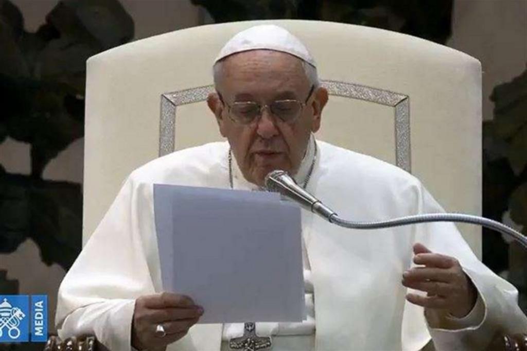 Papa Francesco: la Messa non si paga, se vuoi dai un'offerta