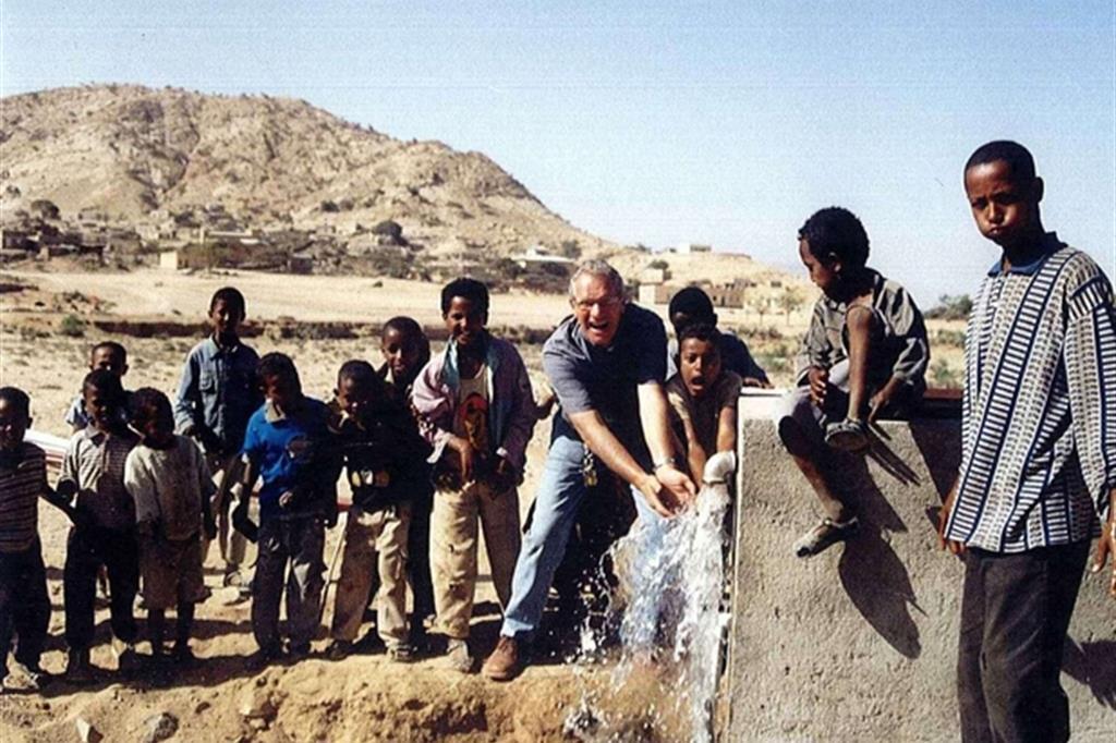 L'acqua sgorga nella missione in Eritrea