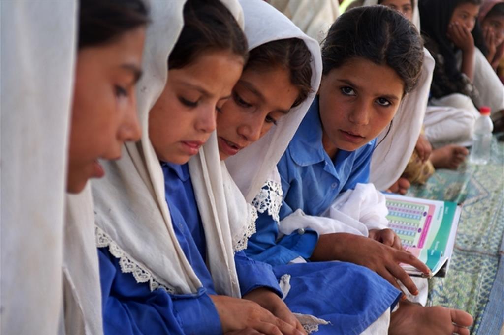 Spesso in Pakistan le Ong vengono considerate «scomode» perché, soprattutto nelle aree rurali, offrono la possibilità anche alle ragazze di studiare