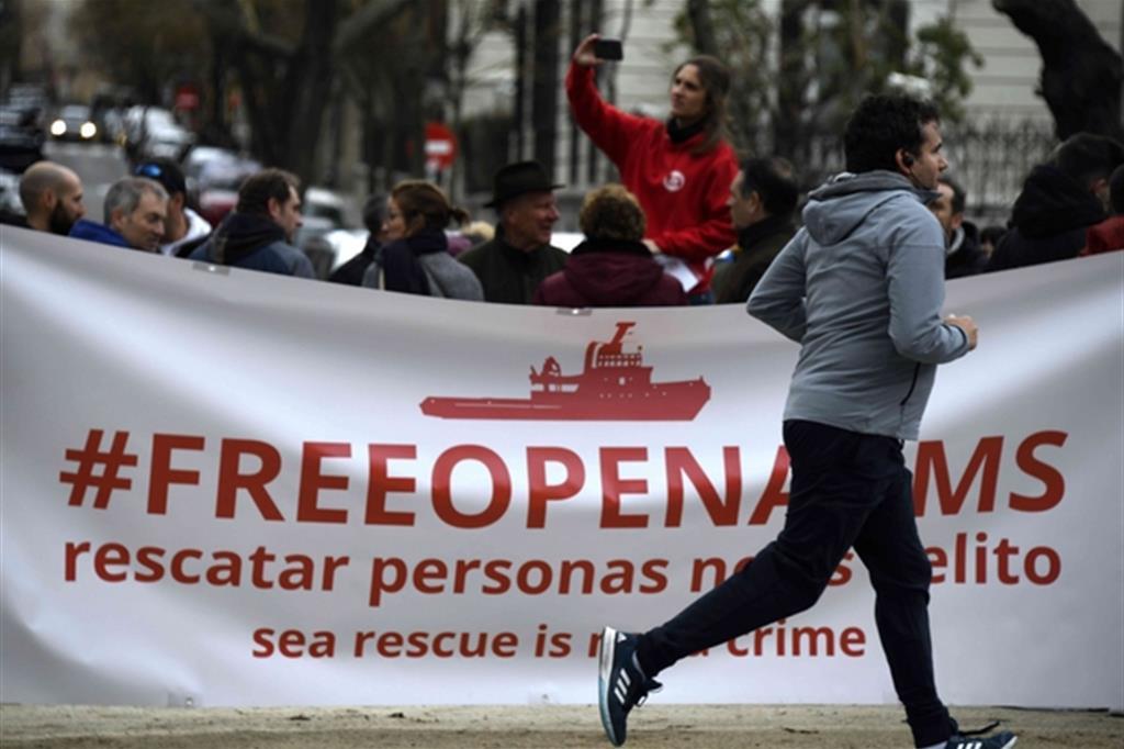 La nave resta sotto sequestro, cade l'accusa di associazione a delinquere