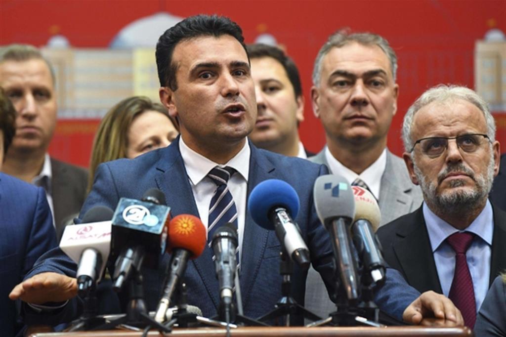 il premier socialdemocratico Zoran Zaev aveva minacciato elezioni anticipate in caso di voto contrario (Ansa)