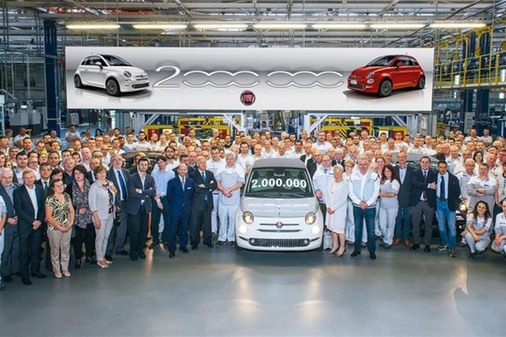 Festa allo stabilimento Fiat di Tichy per la produzione dell'esemplare numero 2 milioni della 500