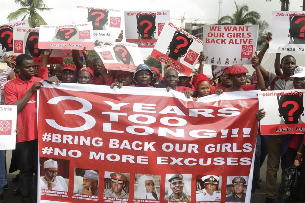Una manifestazione a Lagos per la liberazione delle liceali rapite nel 2014 (Ansa, 13 aprile 2017)