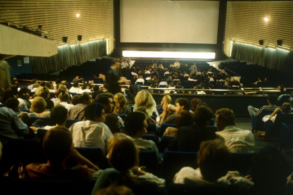 Piccole Sale Cinematografiche : I millennials e il cinema. cè movimento in sala