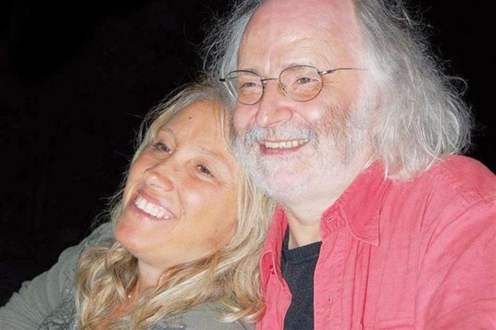 La scrittrice Giorgia Coppari assieme al marito, Bruno Cantarini, morto nel gennaio del 2015: le sue poesie sono state da poco raccolte in un'edizione curata dalla scrittrice