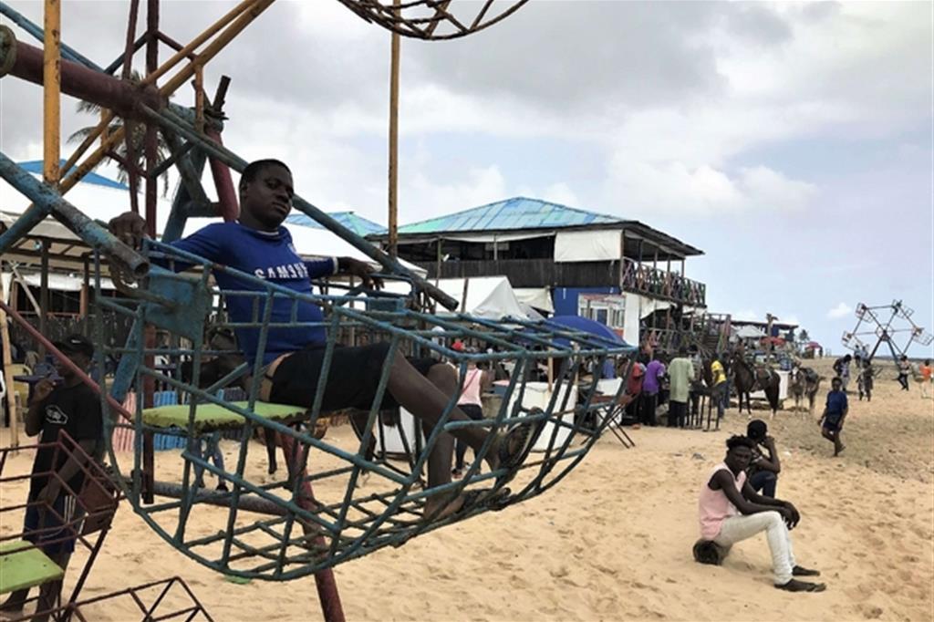 Lagos costruisce isole per ricchi nel mare di baracche