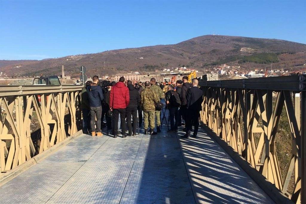 Dieci anni di indipendenza, il Kosovo riparte da un ponte