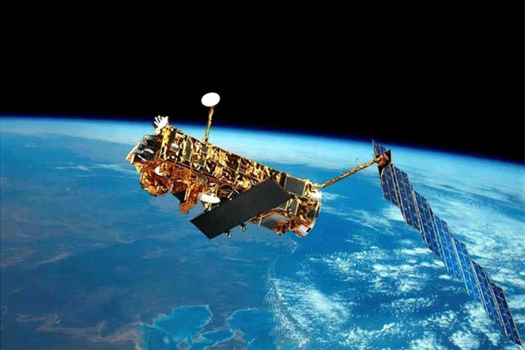 """La Terra fa da sfondo a """"Envisat"""", il più grande satellite europeo"""