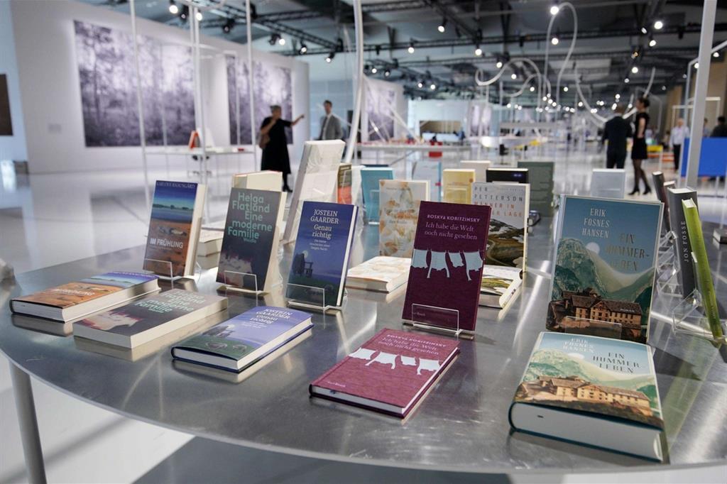 Libri in mostra nel padiglione della Norvegia, ospite d'onore alla Fiera del libro di Francoforte 2019 (Ansa)