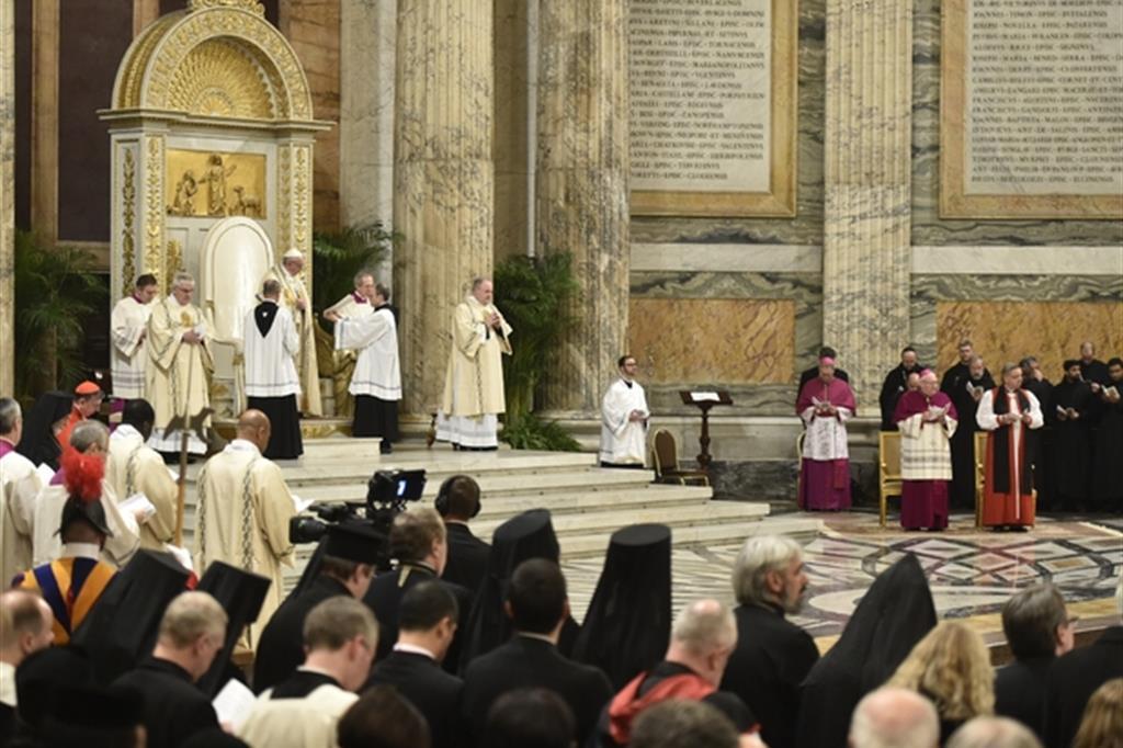 Papa Francesco presiedi i Vespri a conclusione della Settimana di preghiera per l'unita dei cristiani nel gennaio 2017