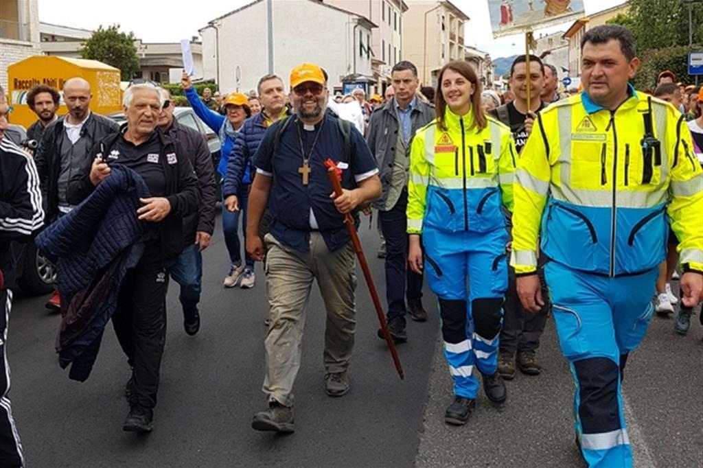 L'ingresso a Lucca dell'arcivescovo Paolo Giulietti arrivato a piedi lo scorso 12 maggio