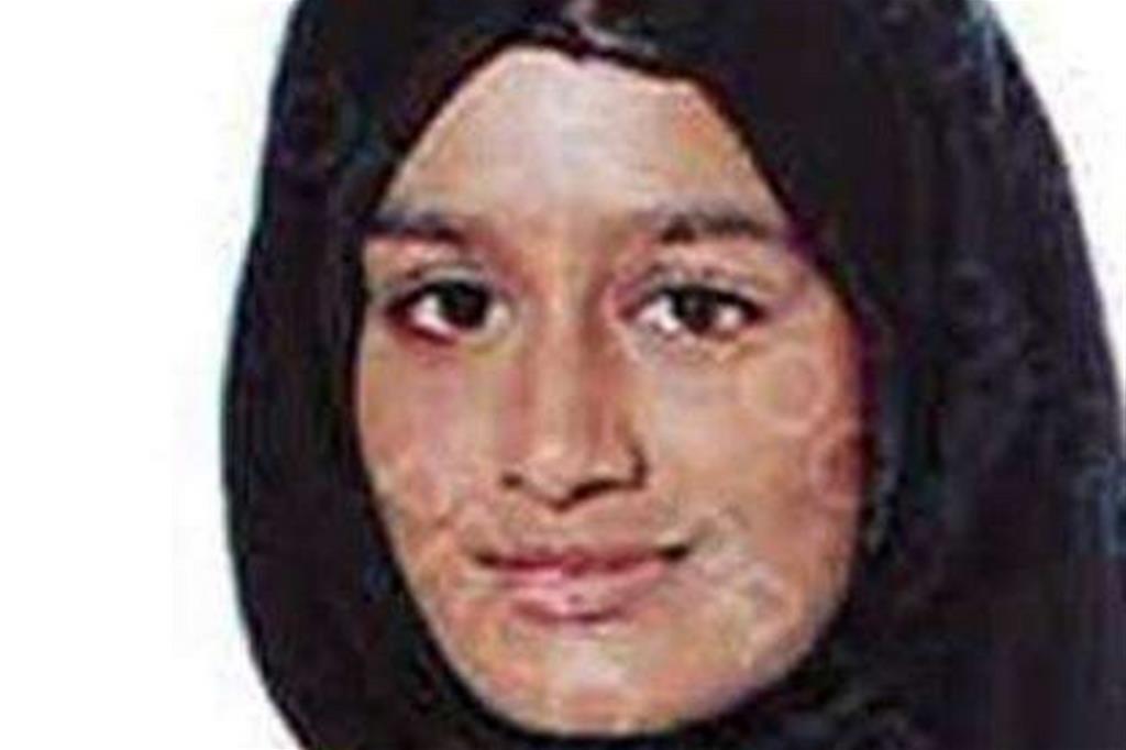 Shamima Begum nella foto diffusa da Scotland Yard quattro anni fa quando fuggì in Siria appena sedicenne