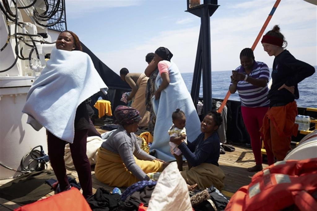 Sbarcati a Malta i 64 migranti della nave Alan Kurdi