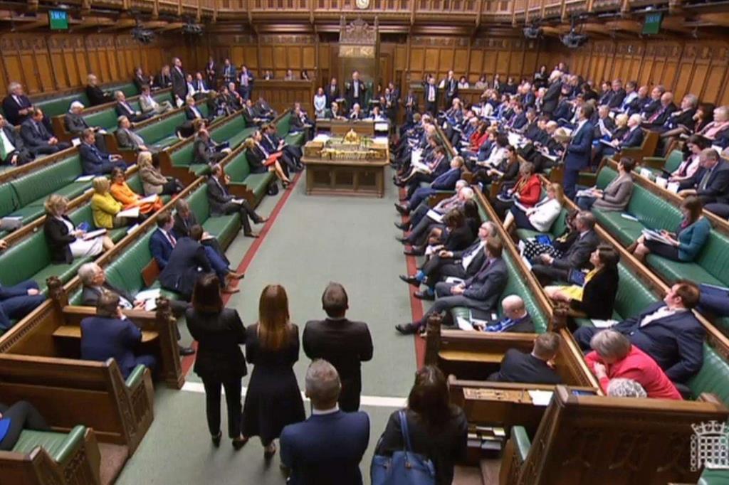 Barnier vicini al no deal bocciate a westminster le for Parlamento ieri