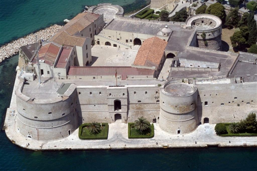 Un'immagine del castello Aragonese a Taranto (Ansa)