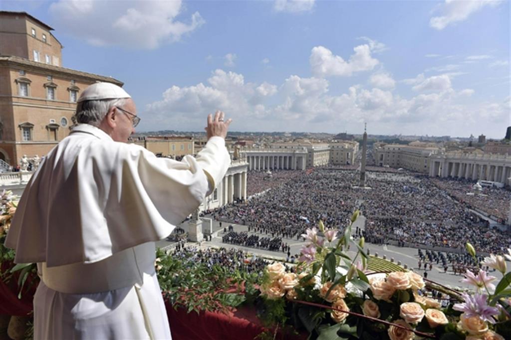 Papa Francesco nella Messa di Pasqua del 2018 (Ansa/L'Osservatore Romano)