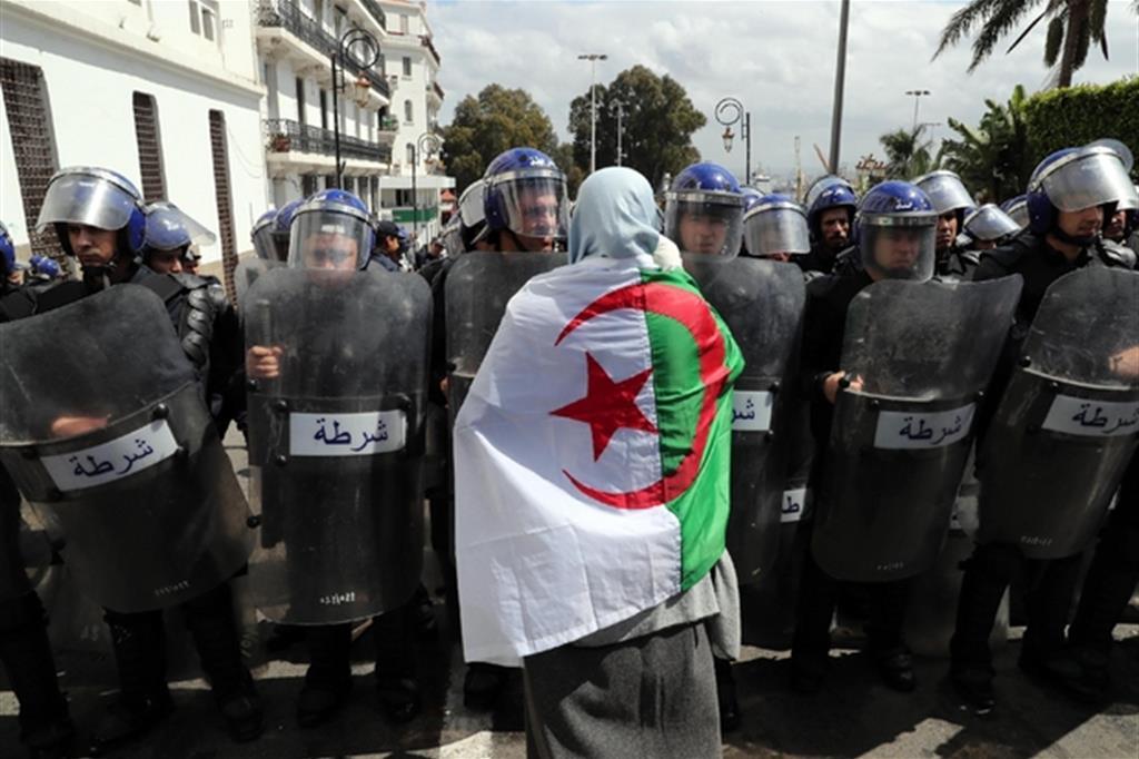 Le recenti manifestazioni in Algeria contro Bouteflika / Epa/Mohamed Messara