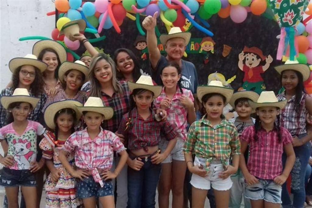 I bimbi della scuola, al centro Bruno Pescia