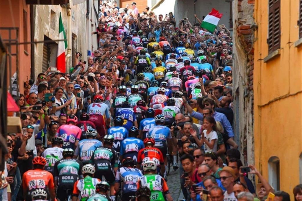 Al Giro d'Italia seguendo Pasolini