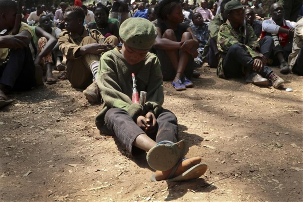 La piaga africana: bimbi-soldato in addestramenti in Sud Sudan (Ap)