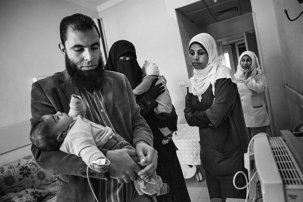 La preoccupazione dei genitori dei piccoli malati (foto Giovanni Porzio) -
