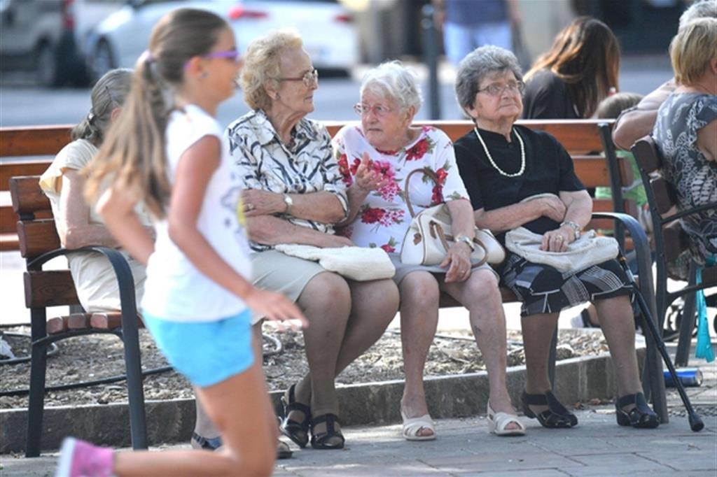 L'Italia in declino: il Pil frena e la popolazione invecchia