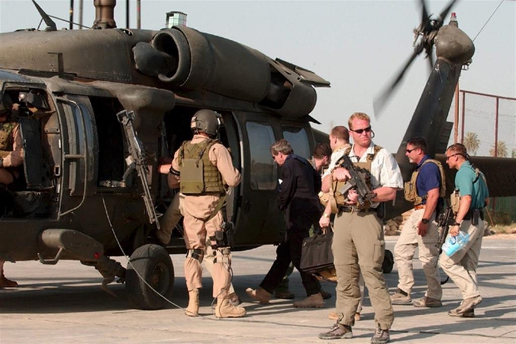 Una scorta del personale della ex Blackwater a un diplomatico statunitense in partenza dal centro della capitale irachena Baghdad( Foto: Ansa)