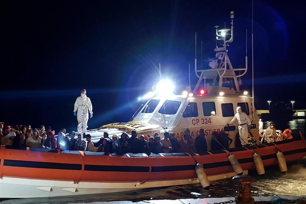 Lampedusa, sbarcate 68 persone partite dalla Libia