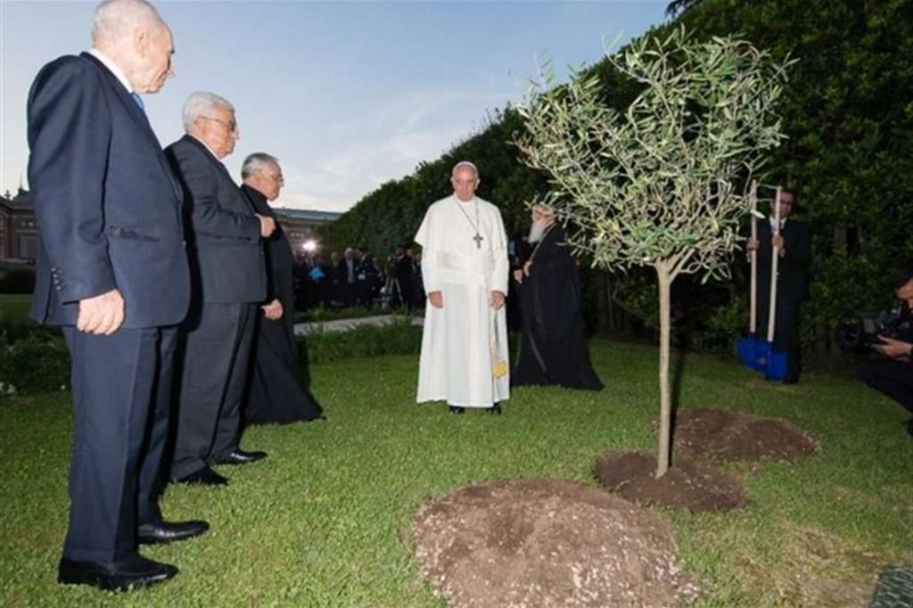 Papa Francesco, il Patriarca Bartolomeo I di Costantinopoli e i presidenti israeliano e palestinese Peres e Abbas (L'8 giugno 2014)