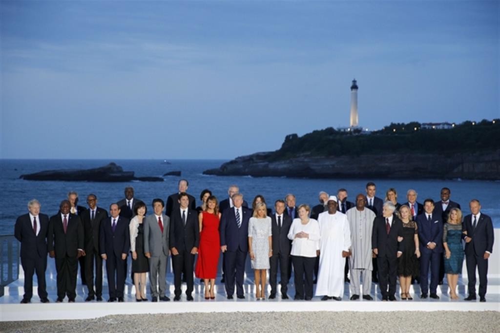 Foto di gruppo a conclusione del G7 a Biarritz, in Francia (Ap)