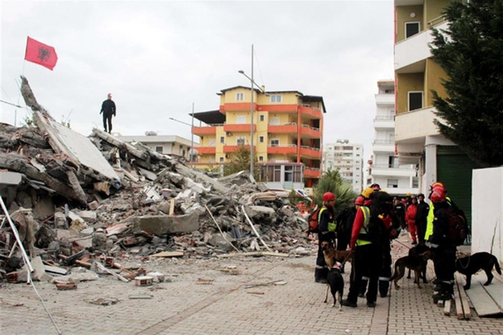 Case crollate per il terremoto che ha colpito l'Albania (Ansa)