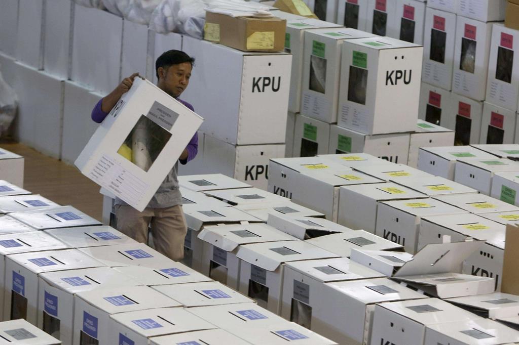 Sono 192 milioni gli indonesiani chiamati alle urne il 17 aprile (Ansa)